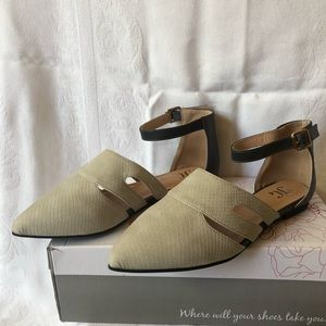 Journee Collection Lindon pointed toe flats
